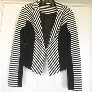 EUC Ark & Co Striped Black & White Blazer Size Med
